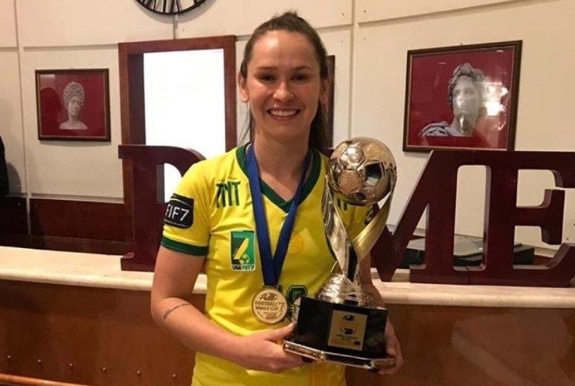 Jéssica Getúlio é eleita a melhor jogadora de Futebol Society do Mundo