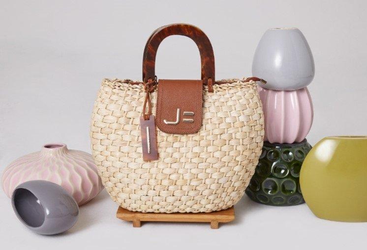 Bolsas de palha JORGE BISCHOFF: criações artesanais em modelos que vão da praia à cidade