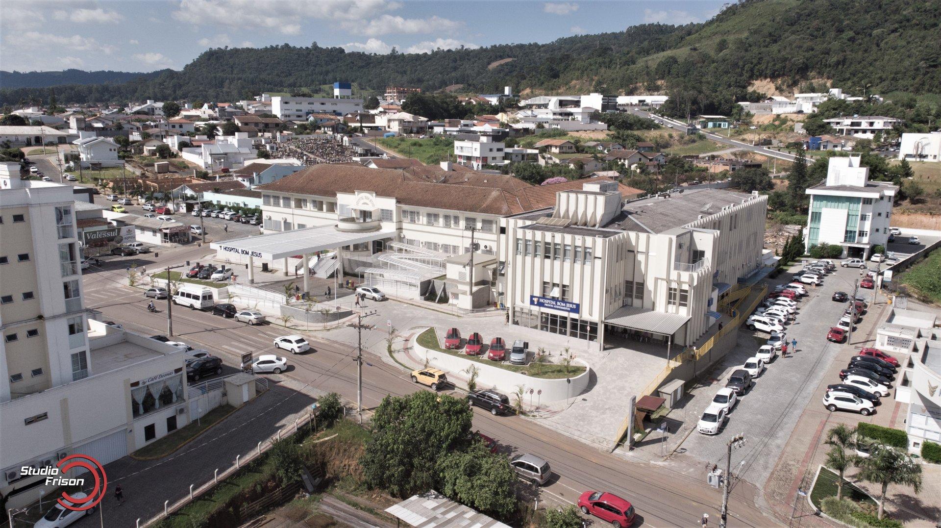 HOSPITAL BOM JESUS 85 ANOS: Entidade localizada em Ituporanga passou por reformas e ampliações e já tem novos projetos no papel