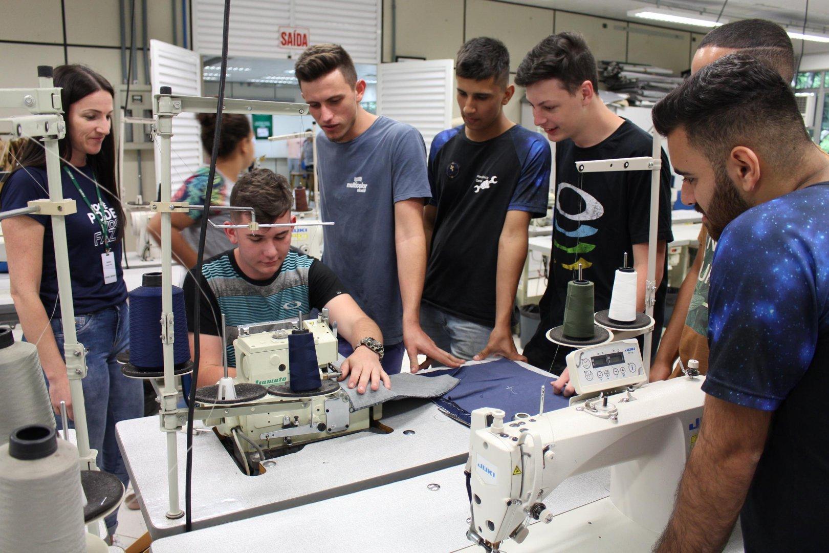 Estudantes do SENAI compartilham aprendizados no Alto Vale do Itajaí