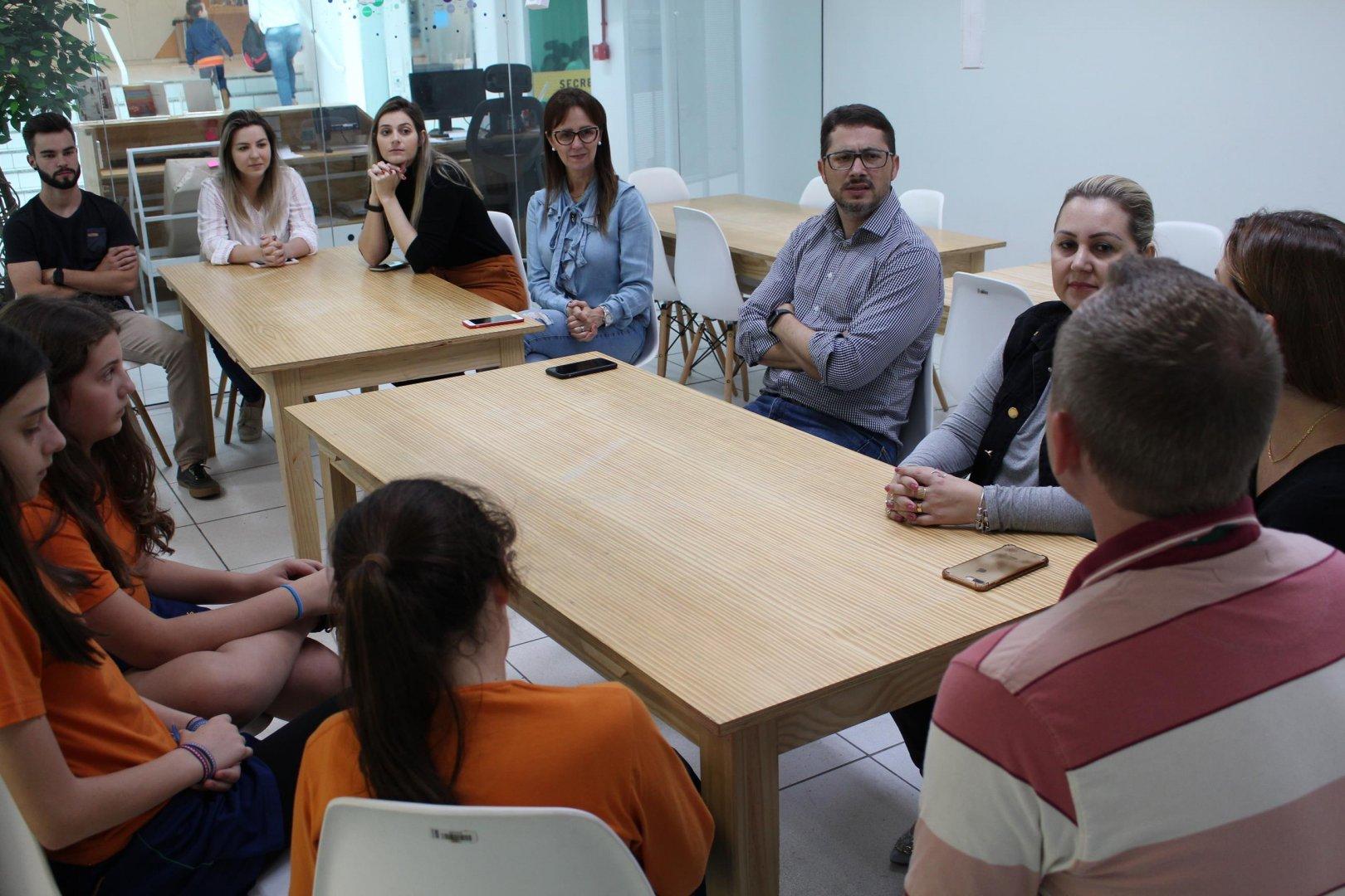SINFIATEC promove encontro entre estudantes de robótica do SESI e profissionais de arquitetura
