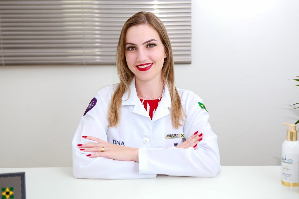 Clínica Capilar DNA Vital: empresária Rafaela Goedert oferece tratamentos capilares exclusivos