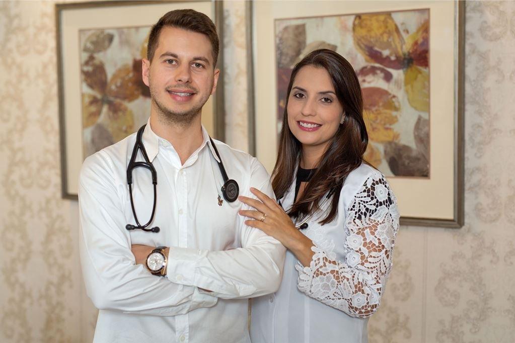 Tiago e Rafaela Caron: casal de médicos aposta no Alto Vale do Itajaí para empreender na área da saúde
