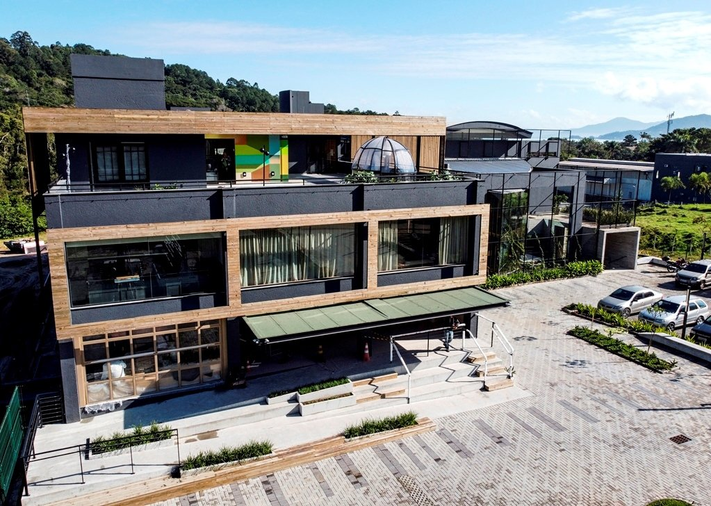 "CASACOR / SANTA CATARINA - Florianópolis abre as portas com a proposta de olhares atentos ao tema ""A Casa Original"""