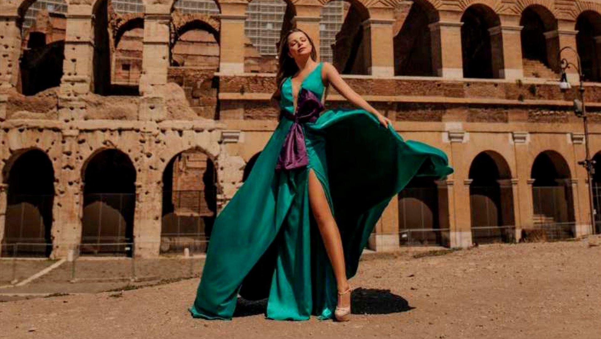 Fashion Specialist desfila diferentes estilos em projeto realizado na Europa