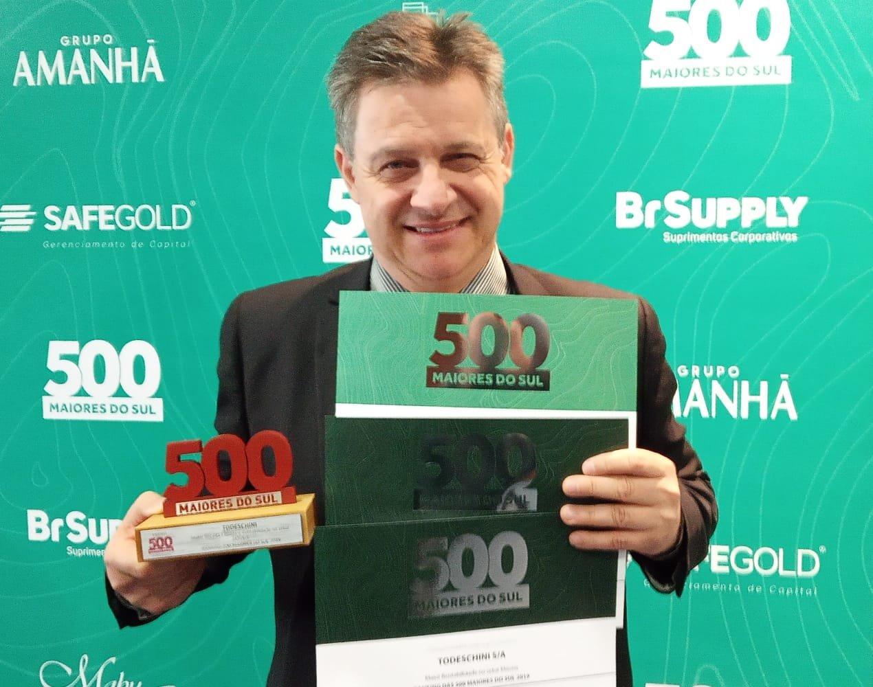Todeschini recebe premiação por ser uma das maiores empresas no RS