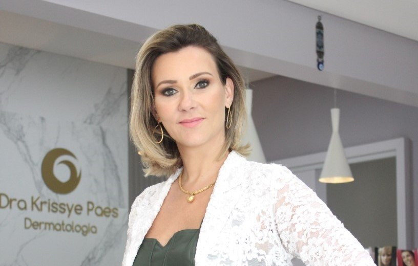 Krissye Liz Sfredo Paes: A médica dermatologista é reconhecida pelos procedimentos que visam o rejuvenescimento